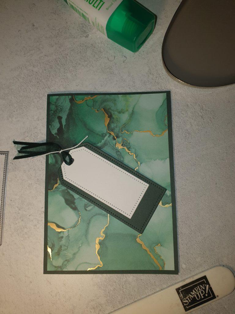 Zum BlogHop Tintenträume 09.06.2021 habe ich eine Karte in Lodengrün  mit Goldakzenten gebastelt die auf dem Bild zu sehen ist.